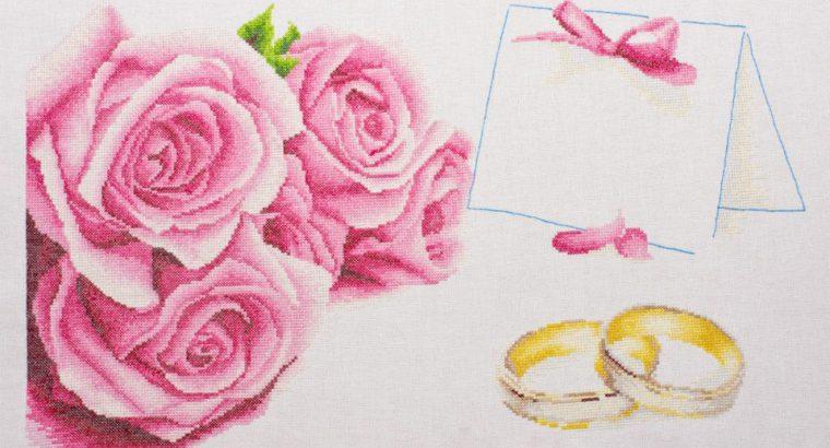 Rankų darbo kryželiu siuvinėtas paveikslas – sveikinimo atvirukas