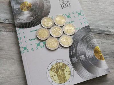 Visų 7 Lietuviškų dviejų eurų monetų rinkinys su Lietuvos banko katalogu