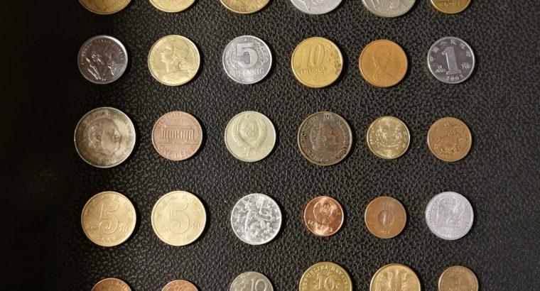 30 skirtingų pasaulio monetų rinkinys