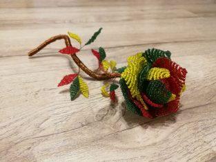 """Rankų darbo čekiško biserio karoliukų rožė """"Trispalvė"""""""