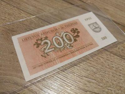 200 lietuvisku talonu UNC banknotas