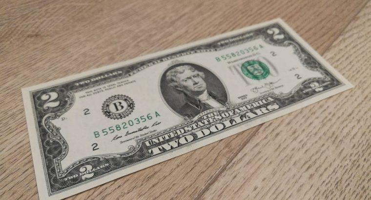 Dvieju JAV doleriu banknotas UNC