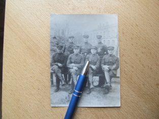 Tarpukario Lietuvos kareiviai prie kareivinių